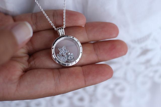 Marquer sa vie avec un bijou charm Pandora